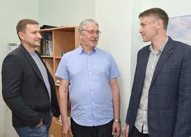 Слева направо: Сергей, Евгений Владимирович и Михаил Шмелевы.