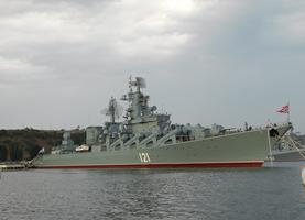 Флагман Черноморского флота — ракетный крейсер «Москва» (Фото А. Широкорада)