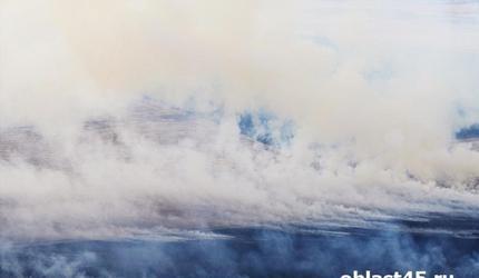 В Курганской области из-за сильного пожара эвакуировали жителей села