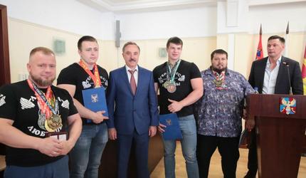 Спортсмены из Люберец заняли первое место на чемпионате Европы по пауэрлифтингу