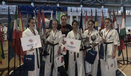 С медалями вернулись из Болгарии астраханские девушки