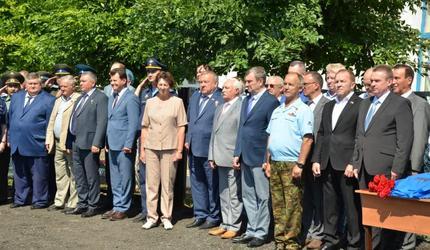 В селе Краснохолм открыли мемориальную доску генерал-лейтенанту Чикризову