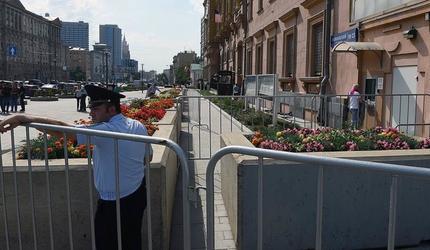 В экстренные службы столицы поступили сообщения о минированиях