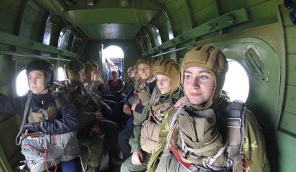 Более 250 амурских школьников бесплатно готовятся стать лётчиками и парашютистам