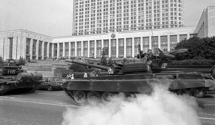 """Юрий Лужков: """"Меня никто не просил защищать Белый дом"""""""