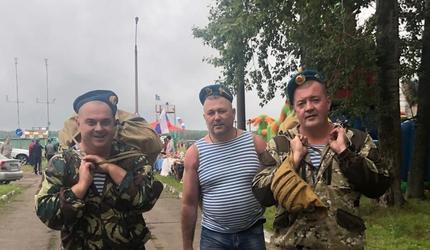 В Московском аэроклубе ДОСААФ России отметили День ВДВ прыжками с парашютом