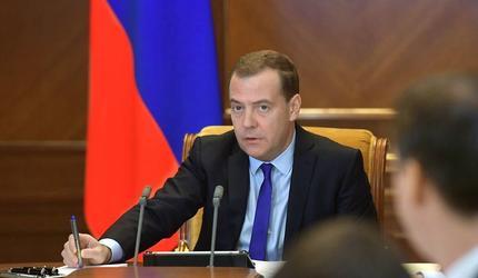 Дмитрий Медведев поздравил Медведчука со вторым местом на выборах