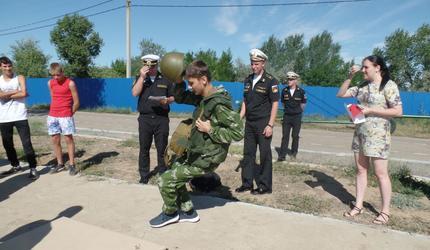 Для детей из замещающих семей Астрахани провели военно-спортивную игру