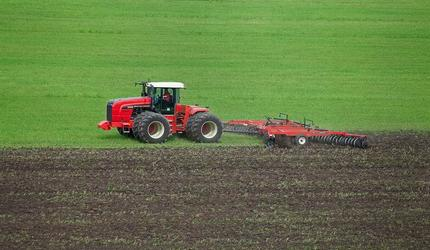 Тракторы Ростсельмаш - безупречный труд на российских полях