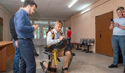 Норникель создает в ЮЗГУ центр подготовки специалистов по работе с экзоскелетами