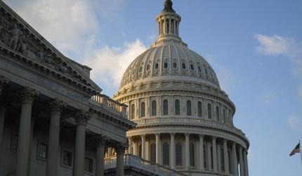 Конгресс США одобрил военную помощь для Украины