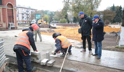 Продолжаются работы по благоустройству пешеходной зоны в центре Люберец