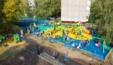 В Люберцах открыли новую детскую площадку по программе губернатора Подмосковья