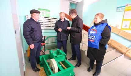 Глава подмосковных Люберец проверил работы по замене лифтов в жилых домах