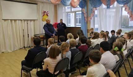 Открытый урок по безопасности провели спасатели в школе Люберец