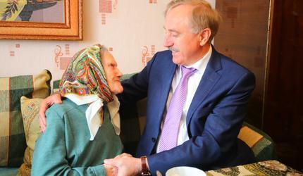 Глава подмосковных Люберец поздравил сегодня Анастасию Крапину со 100-летием