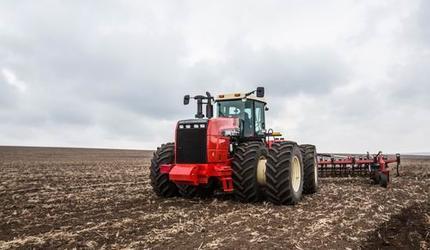 Трактор RSM 2400 Ростсельмаш: уже в полях