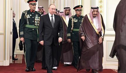 """Тонкий троллинг: Путин подарил королю Саудовской Аравии """"сверхсекретную"""" птицу"""
