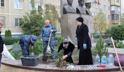 В Ярославле высадили цветы в память о погибших героях
