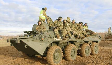 Подвиг бойцов 6-й роты ВДВ почтили военно-тактическими состязаниями