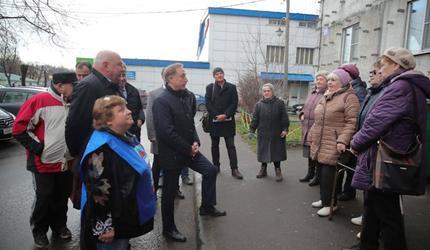 Владимир Ружицкий проинспектировал ход капитального ремонта жилого дома