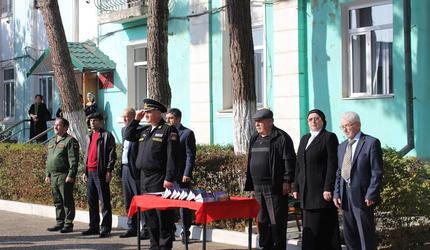 Каспийских призывников торжественно проводили в армию