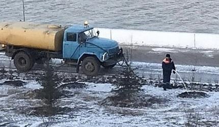 В Омске в -12℃ решили полить деревья