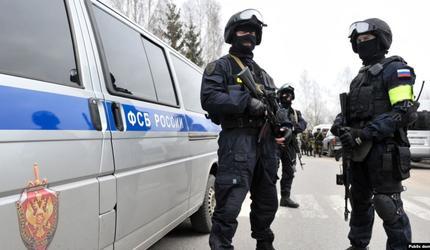 Вооруженный подполковник СК отпустил заложницу и сдался ФСБ