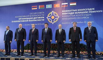 Владимир Путин принимает участие в саммите ОДКБ