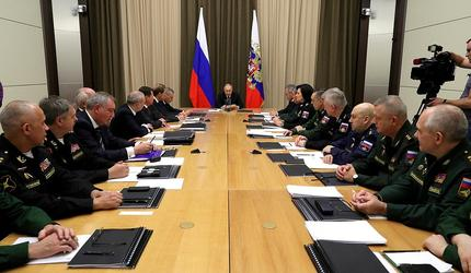 Путин провел совещание с руководством Минобороны и предприятий ОПК