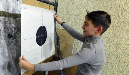 Лучшие стрелки получили награды из рук Героя России Павла Кретова