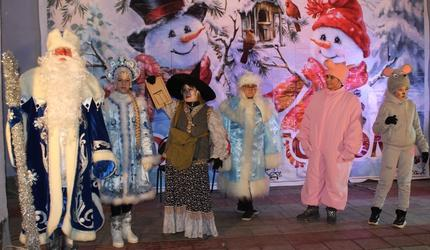 В прошедшую субботу зажглись огни на главной новогодней ёлке поселка Черусти