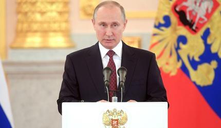 Путин поздравил сотрудников и ветеранов МЧС с Днём спасателя