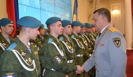 Усольским кадетам вручены удостоверения спортсменов-парашютистов