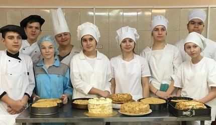Школьники подмосковных Люберец массово осваивают профессию повара-кондитера