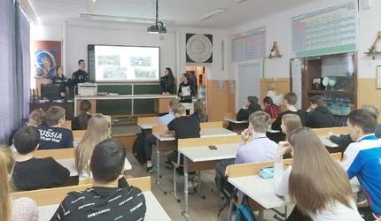 Поисковики Чебаркуля познакомили школьников со своей работой