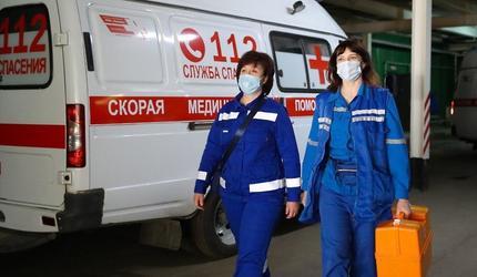 В подмосковных Люберцах сотрудников cкорой помощи поздравили с праздником