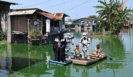 На Филиппинах фанаты «Звездных войн» помогают жителям во время карантина