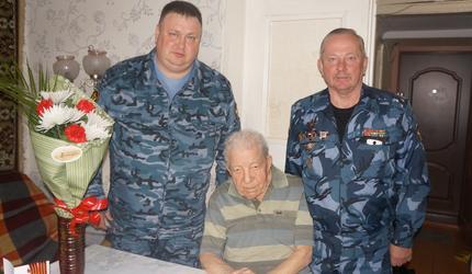 Ангарские досаафовцы поздравили участника войны