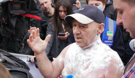 В Киеве во время митинга мужчина совершил попытку самоподжога