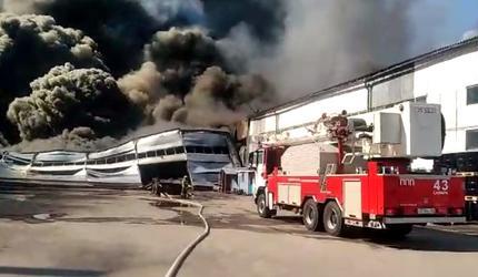 В Самаре горит склад лакокрасочных материалов площадью 2000 кв. м (видео)