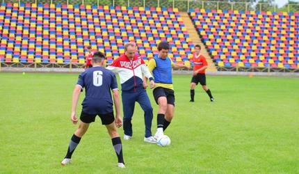 Глава подмосковных Люберец принял участие в открытой тренировке по футболу