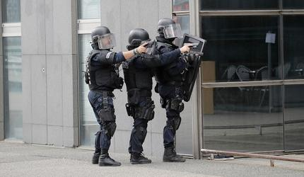 Захватчик заложников в банке во Франции требовал освободить палестинцев из тюрьм