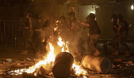 В Бейруте произошли столкновения протестующих с силами безопасности