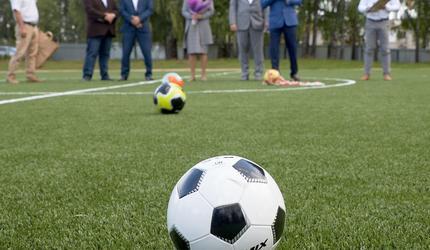 Предприятие Кроношпан открыло футбольное поле для юных спортсменов в Уфе