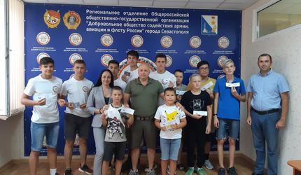 Юные севастопольские стрелки получили знаки ДОСААФ