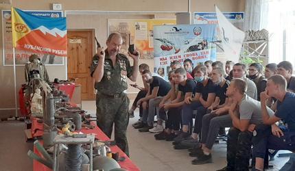 Краснодарские поисковики познакомили со своей деятельностью курсантов ДОСААФ