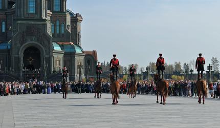 Парад и молебен: в парке «Патриот» отметили День Сухопутных войск России