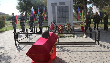 Четырех неизвестных советских воинов захоронили в Темрюкском районе Кубани