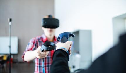 VR-курс по химии для школьников представил ДВФУ на выставке в Москве